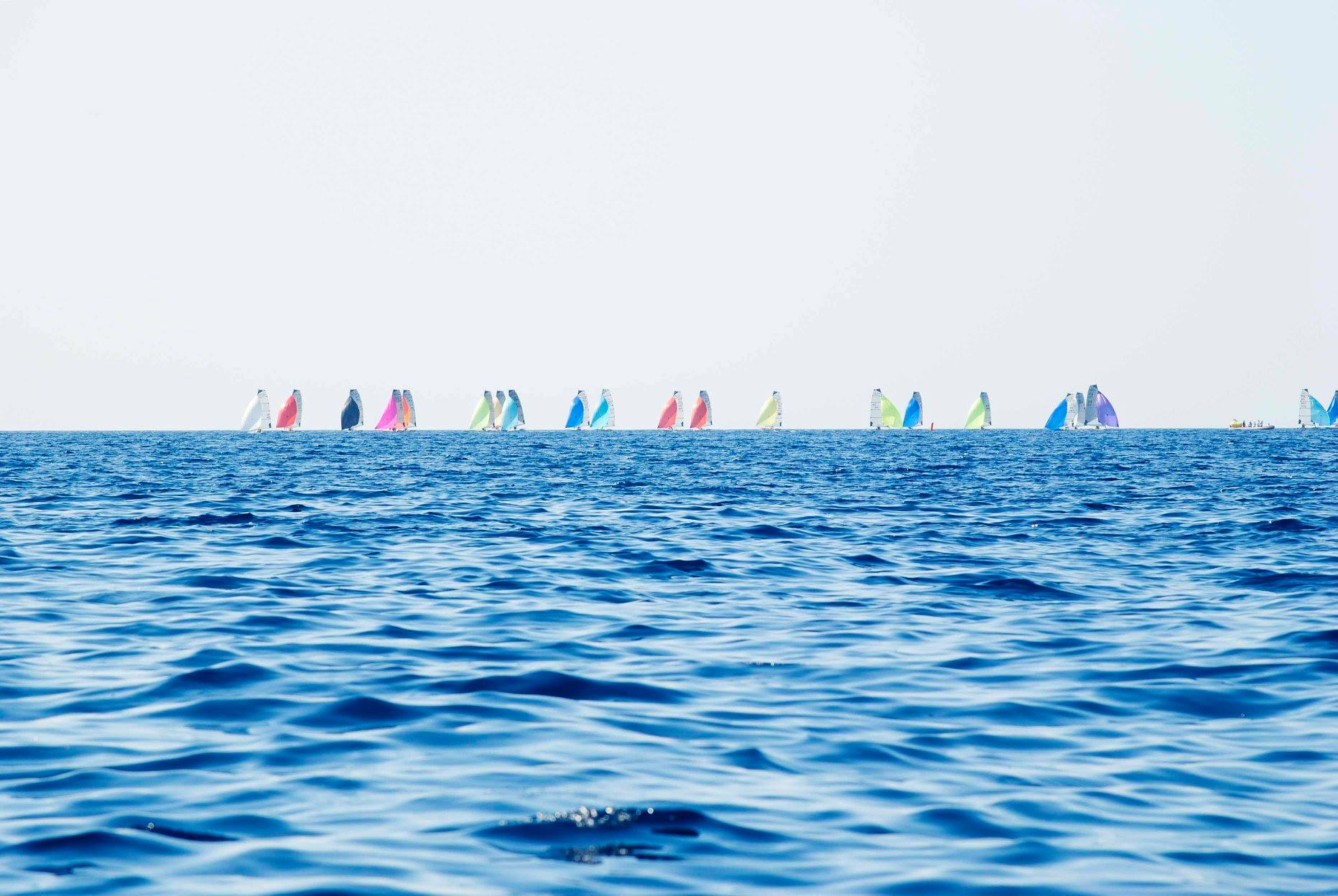 day2_r1_fleet-spinnakers.jpg